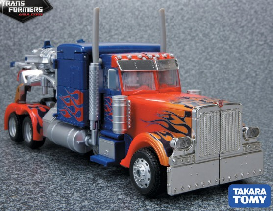 Optimus Prime (Striker, Asia Version) Asia-Striker-Optimus-Prime-2